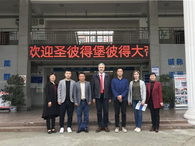 Сотрудничество с Чэндуской автомобильной производственной и технической школой