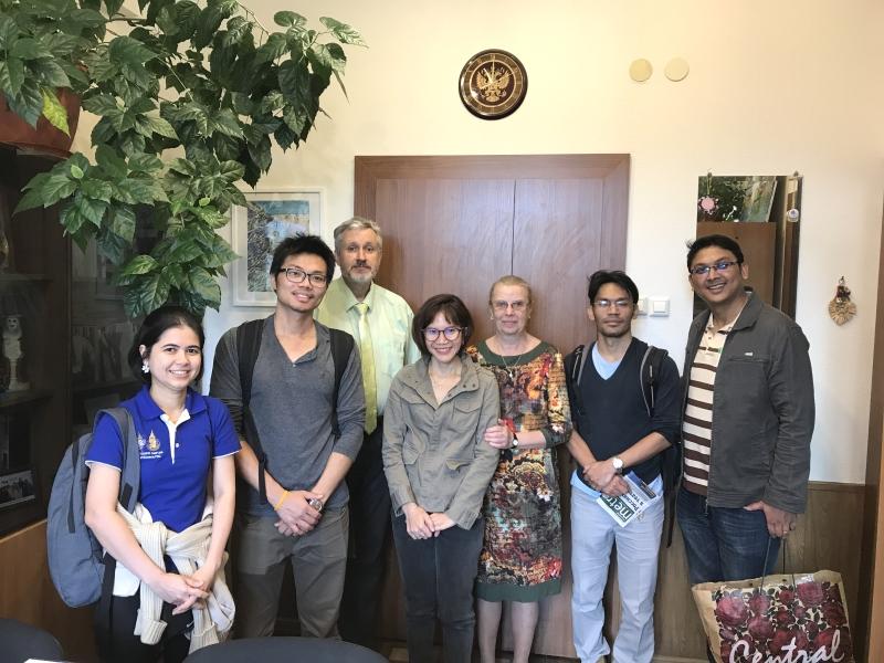 Встреча с выпускниками из Тайланда в ВШ МОП
